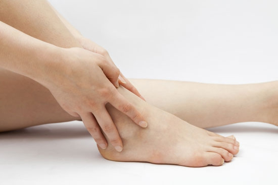 Artrite (reumatoide, artrosi e gotta): sintomi e rimedi